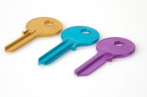 Image of 3 different coloured keys in article about what to look for when viewing student accommodation